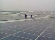 厂房屋顶7万多块太阳能板光伏组件清洗 (8)
